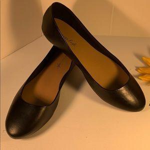 👠NWT Black Ballet Flats